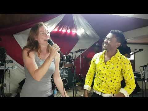 Dadi love Tsy atakaloko ( Feat avec vazaha) Live à Antananarivo