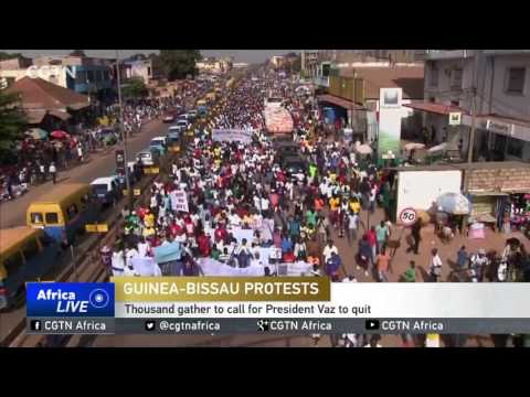Thousands in Guines Bissau gather to call for President Vaz to quit