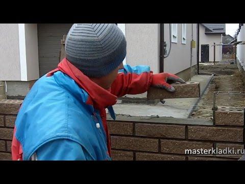 """Кладка мелкогабаритного кирпича """"SNIKERS"""" в заборе - [© masterkladki]"""