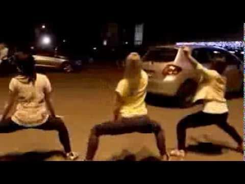 телки танцуют фото