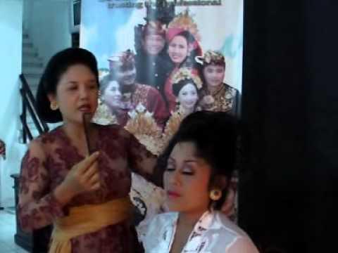 Tutorial Memasang Pusung Tagel Atau Sanggul Bali Youtube