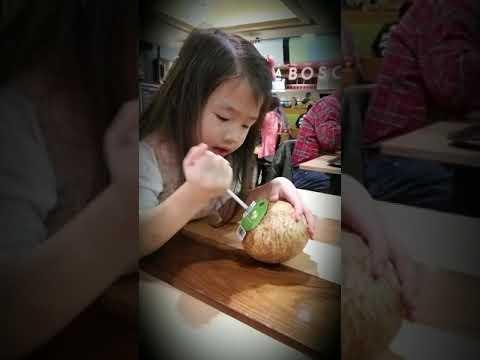 How hard is it to drink fresh coconut juice (Hamona Way)