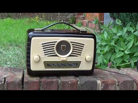 1957 Ultra R825 Twin battery / AC/DC  portable valve radio
