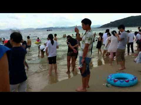 Wild Beach Scene in China (大梅沙)