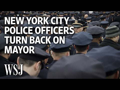 Police Turn Backs on Mayor at Officer Funeral