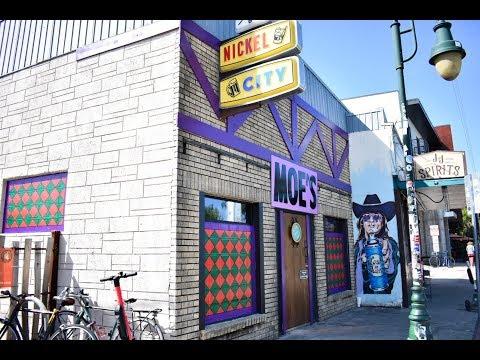 Kevin & Liz - OMG - A Bar in Texas Transforms into Moe's