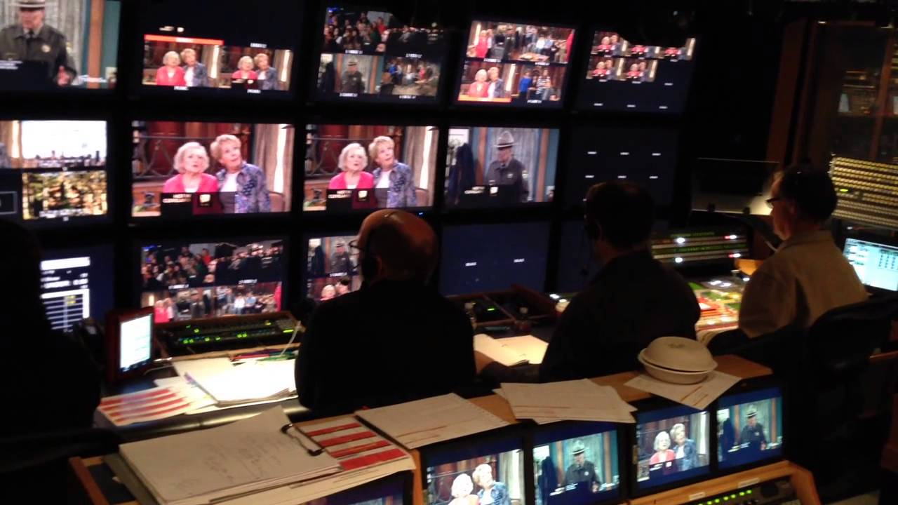 Download Hot In Cleveland Live - Behind The Scenes