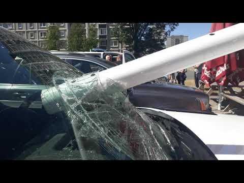 Lietussargs auto priekšējā stiklā. Зонт в лобовом стекле авто(2)