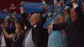 Jean-Luc Dehaene zingt uit volle borst