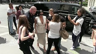 EXCLUSIVE - Pregnant Kim kardashian at L'Avenue restaurant in Paris