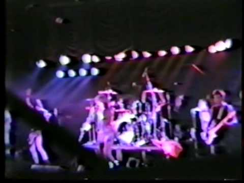 Ramones - I Just Want to Have Something To Do - Live 1986