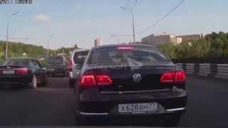 Смотреть видео ВсеДТП. 22.07.2014 Москва - Как влезают перед самым носом онлайн
