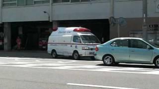 病院へ向かう灘90と帰署するドクターカーです。