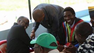 Rais Magufuli alivyonunulia watu soda Mwanza na yeye akanawa mikono na kula Mgahawani