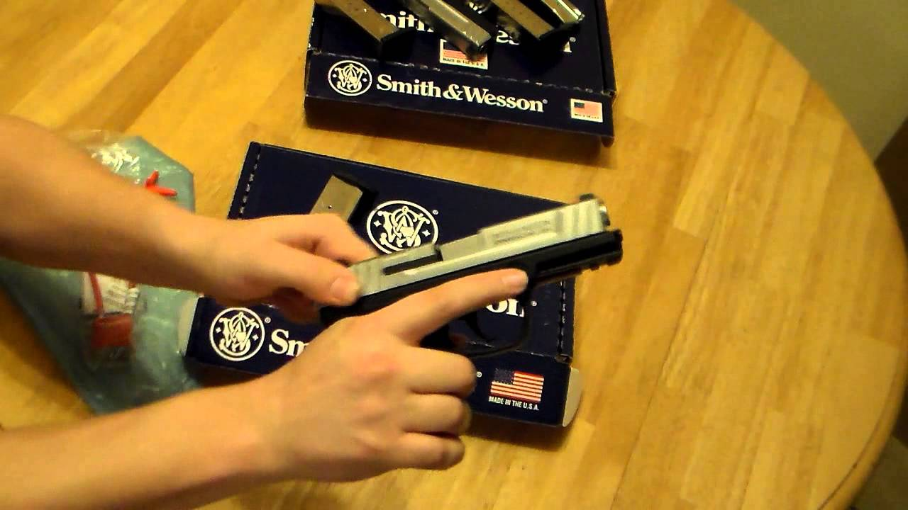 Smith And Wesson 12039 Unboxing: Smith & Wesson SD40VE Unboxing Review (with SD9)