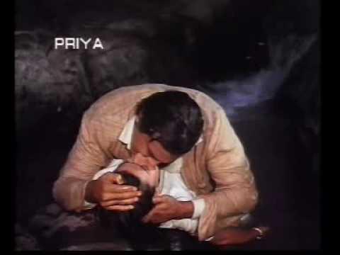 Clip_farha_kiss with vinod khanna