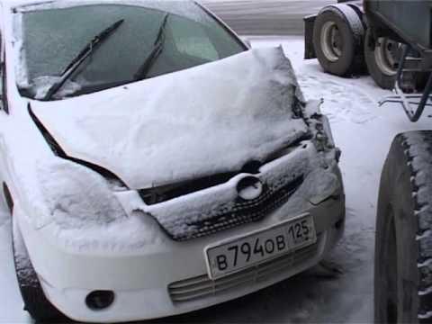 20-тонный длинномер собрал в кучу три авто на проспекте 100-летия Владивостока