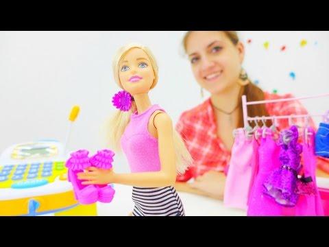 Видео для девочек. Аня и Барби идут в магазин за подарком для подружки