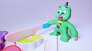 VEGETABLES CUTTING AND LEARNING! In Green Baby Superhero Stop Motion Cartoons For Kids