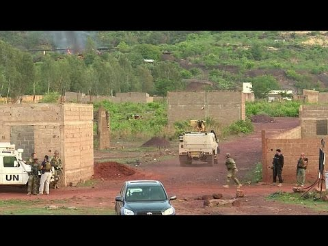 Gunmen storm Mali tourist resort