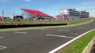 Historic F1 Brands Hatch pit wall 2013. DFV Fly-By. Cosworth DFV V8 sounds.