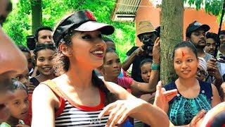 भारतीय मोडल नेपाली गीत मा नाच्दै/Indian Model dancing at nepali cultural programme