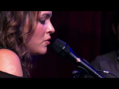"""Norah Jones performing """"Don't Know Why"""" Live on KCRW"""
