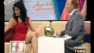 İclal Aydın Mini Etek, Bacak Show