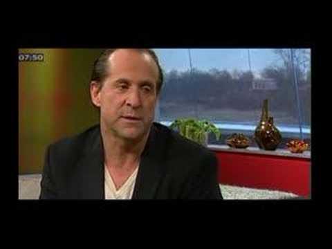 Peter Stormare kritiserar Svenska myndigheter