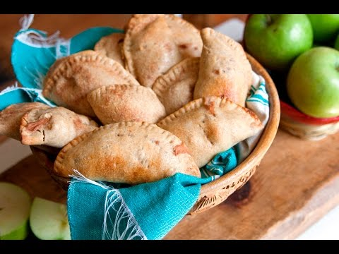 How to Make Apple Empanadas (Como Hacer Empandas de Manzana) | Muy Bueno