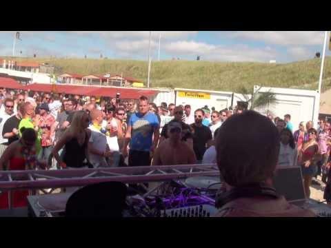 Nalin & Kane Playing Beachball @ Luminosity Beach Festival 2011 Day 2 Part 3