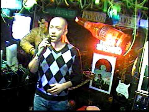 Davide singt  E penso a te im Karaoke Fun Pub Stuttgart http://www.funpub.de
