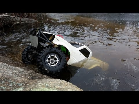INSANE! RC Truck Drives Under Ice!! Axial SCX10 Toyota Hilux RCFRENZY