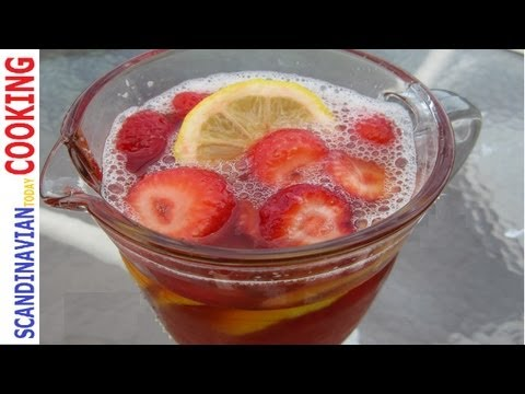 How to Make a Strawberry Rhubarb Iced Tea