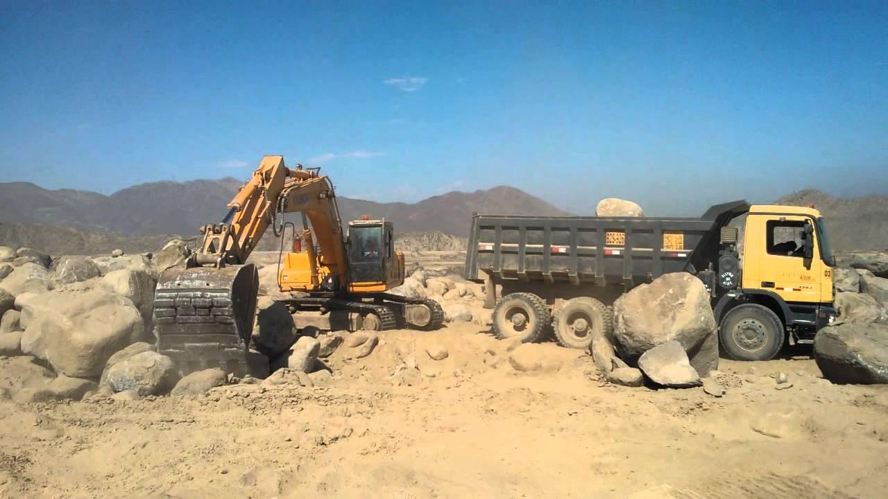 Excavadora cargando material a un camin  YouTube