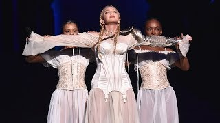 Video Madonna - MET Gala 2018 download MP3, 3GP, MP4, WEBM, AVI, FLV Agustus 2018