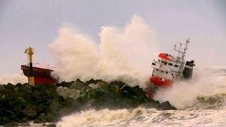 Sturm schmettert Frachter an Atlantikküste