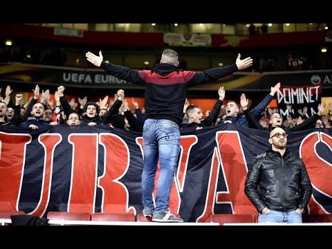 Curva Sud Milano a Londra - il settore ospiti canta ad oltranza con il Milan ormai eliminato