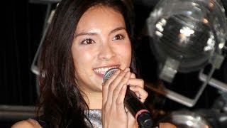 人気アイドルグループ「AKB48」を8月に卒業した秋元才加さんが10月26日、東京都内で初のフォトブック「ありのまま。」(徳間書店)の握手会イベ...