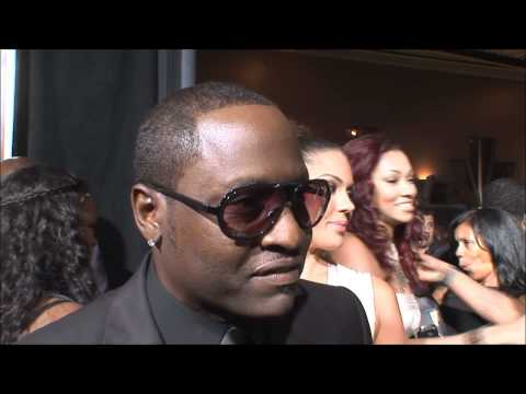 One On One With Johnny Gill At The Red Carpet For 'Eddie Murphy One Night Only'!