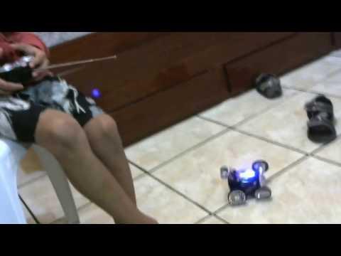 brincando com carrinho controle remoto 360º