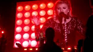 Kelly Clarkson - Mr. Know-It-All and Miss Independent - Irvine - 10/04/2013 - 11 of 13