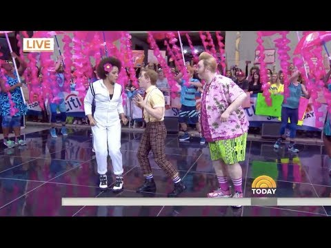 """The cast of Spongebob Squarepants performing """"Hero Is My Middle Name"""" [LIVE]"""