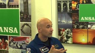 """#Parmitano incontra i @gNellerba: """"Stelle cadenti? A volte sono i rifiuti della ISS"""""""