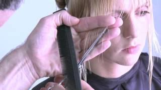 видео Стрижка градуированное боб каре / Стрижка каре на ножке