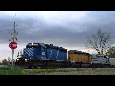 5 W&LE locomotives 5 different lease paint livery