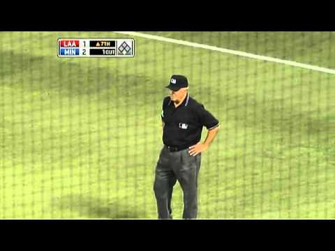 2009/04/19 Harris fields a deflected ball