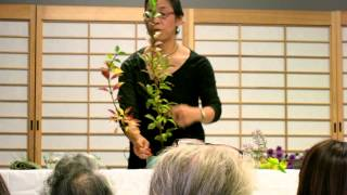 This is a simple demonstration to show how to make beginner ikebana...