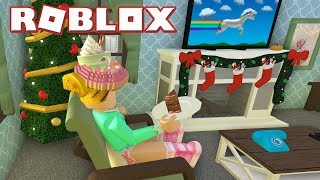 Roblox: Welcome to Bloxburg [BETA] ~ Putting Up My Christmas Tree.