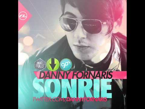 danny fornaris sonrie